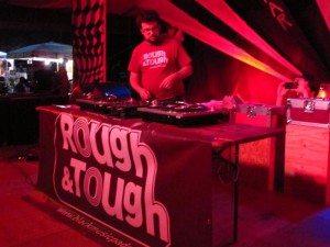 """""""So Far So Good"""" 2012 – 25 agosto – Rough & Tough"""